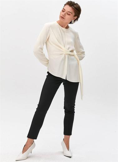 Rue Düğüm Detaylı Tokalı Bluz Ekru